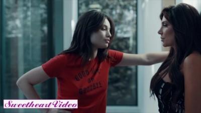 Lesbian Adventure between two Hotties Jaclyn Taylor & Liv Wild