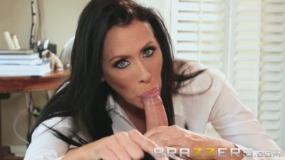 Busty MILF Reagan Foxx wants Big Dick