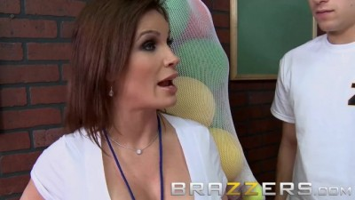 Dirty PE MILF Diamond Foxxx gives her Students the Ass