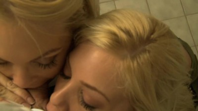 Jesse Jane & Riley Steele Quick Bathroom BJ