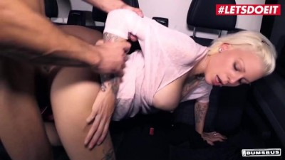 Mia Gun Huge Tits German Slut Takes Big Dick in Rough Car Sex