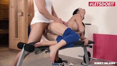 Jasmine Jae British Stepmom Seduces and Fucks Shy Daughter Sicilia