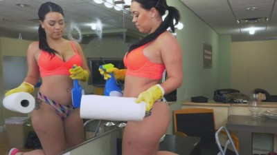 Latin Maid Kimmy Kush taking Dick from her Client on the first Day of Work