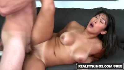 Muscular Asian Young Mia Li can Work a Dick