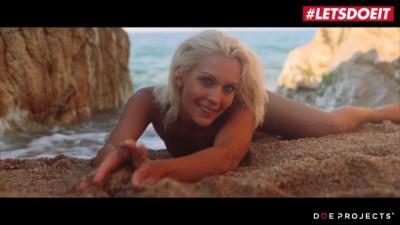 Cecilia Scott Sexy Hungarian Babe Passionate Blowjob on the Public Beach