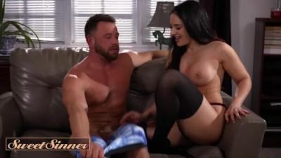Curvy Sex Therapist Sheena Ryder Milks Big Dick