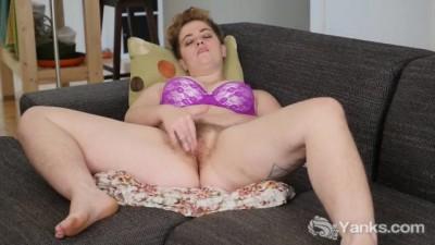 Short Haired Megan Masturbating