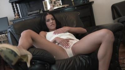 Pornstar Eveline Dellai Mastiurbate with Dildo in Hotel Room