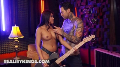 Tiny Latina Ember Snow knows how to Play