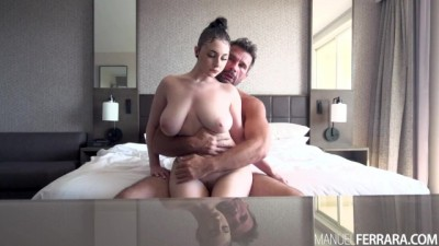 Skylar Vox Shows off her Big Naturals