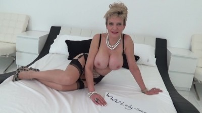 Lady Sonia Drops to her Knees and Sucks a Huge Cock