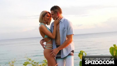 Stunning Emma Hix Fucked in a Tropical Beach