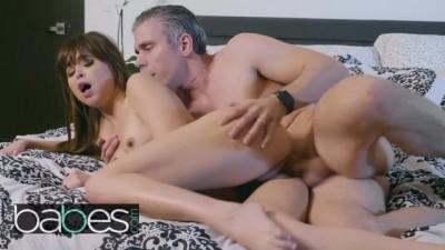 Bosses daughter Riley Reid seduces Agent