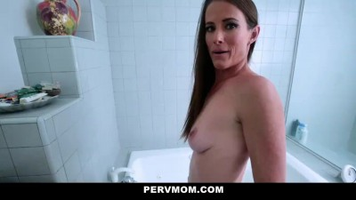 Fucking Homemaker Stepmom in Kitchen