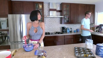 Veronica Avluv  - Mommy Got Boobs