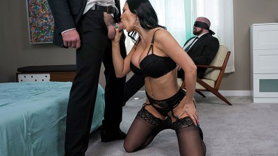 Housewife Jasmine Jae cucks her husband