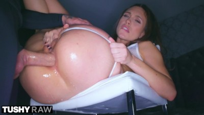 Nympho Beauty Begs For Anal Domination