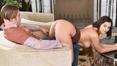Curvy Slave Leia Gets Virtual Dick down