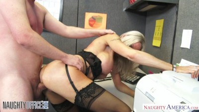 Emma Starr seduces her coworker
