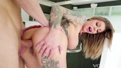 Tattooed Karma Rx opens anus for a long tongue