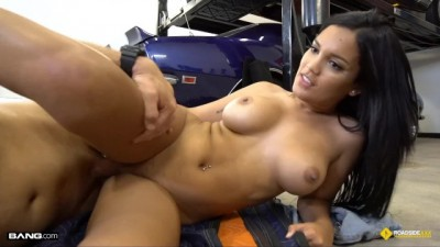 Stranded Latina Teen Fucks The Mechanic