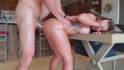 Oiled her up and Gave her Multiple Shaking Orgasms!