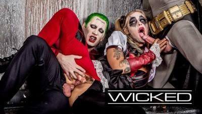 Harley Quinn Fucked by Joker & Batman