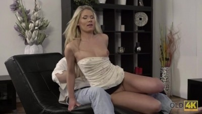Claudia Mac Reaches Orgasm thanks to Skilled Milf Lover