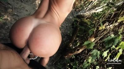 Quick Public Sex at the Lake! Amateur Couple LeoLulu