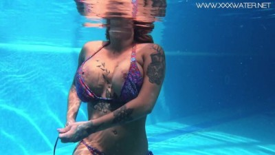 Heidi Van Horny Big Tits and Ass Underwater