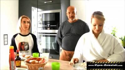Tochter gefickt, ihre schockierte Freundin bläst- Iceporn.tv