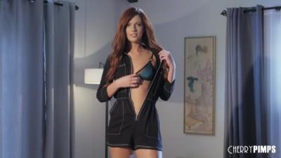 Redhead Scarlett Mae Stuffs her Pussy