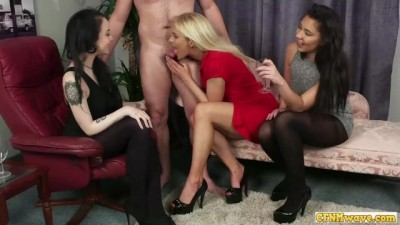 Cock Sucking CFNM Babes Share Dick