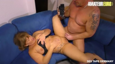Chubby Amateur German Wife Squirts in her first SEX TAPE