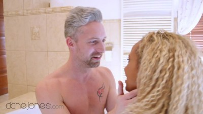 Romantic Bathtub Sex with Cute Dutch Black Girl Romy Indy